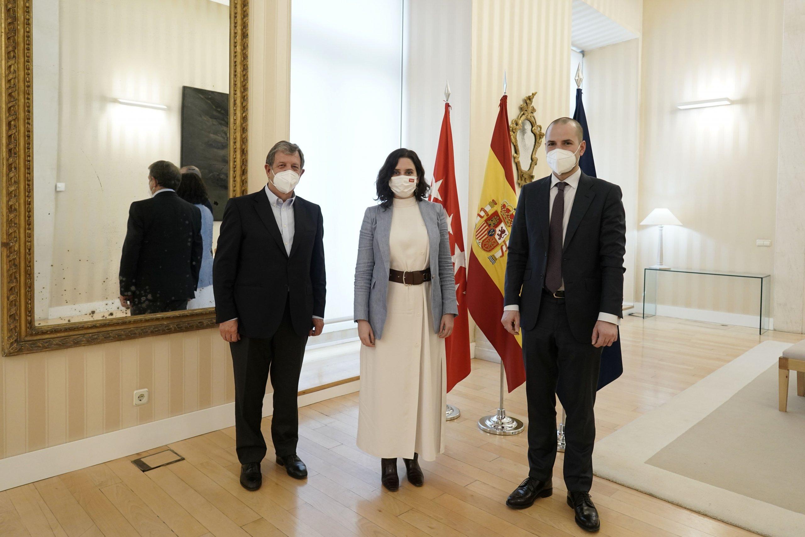 Imagen de la presidenta con los dos alcaldes.