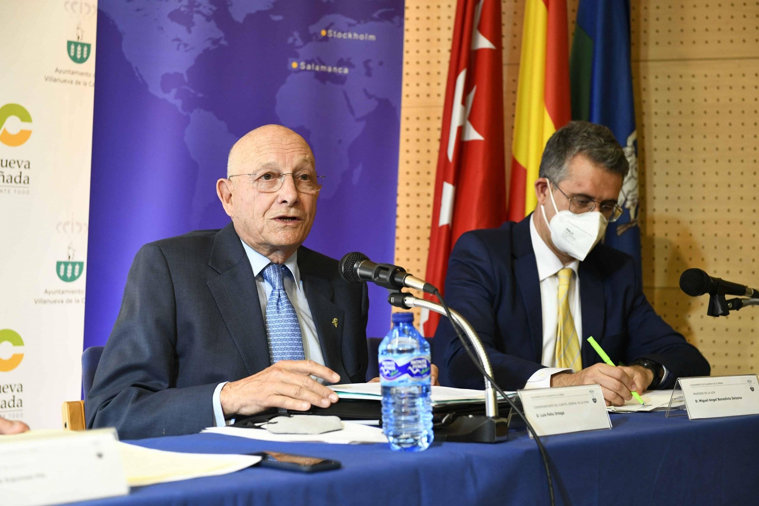 Luis Feliu Ortega, TG (R) y exrepresentante del Cuartel General de la OTAN, en uno de los momentos de la ponencia.