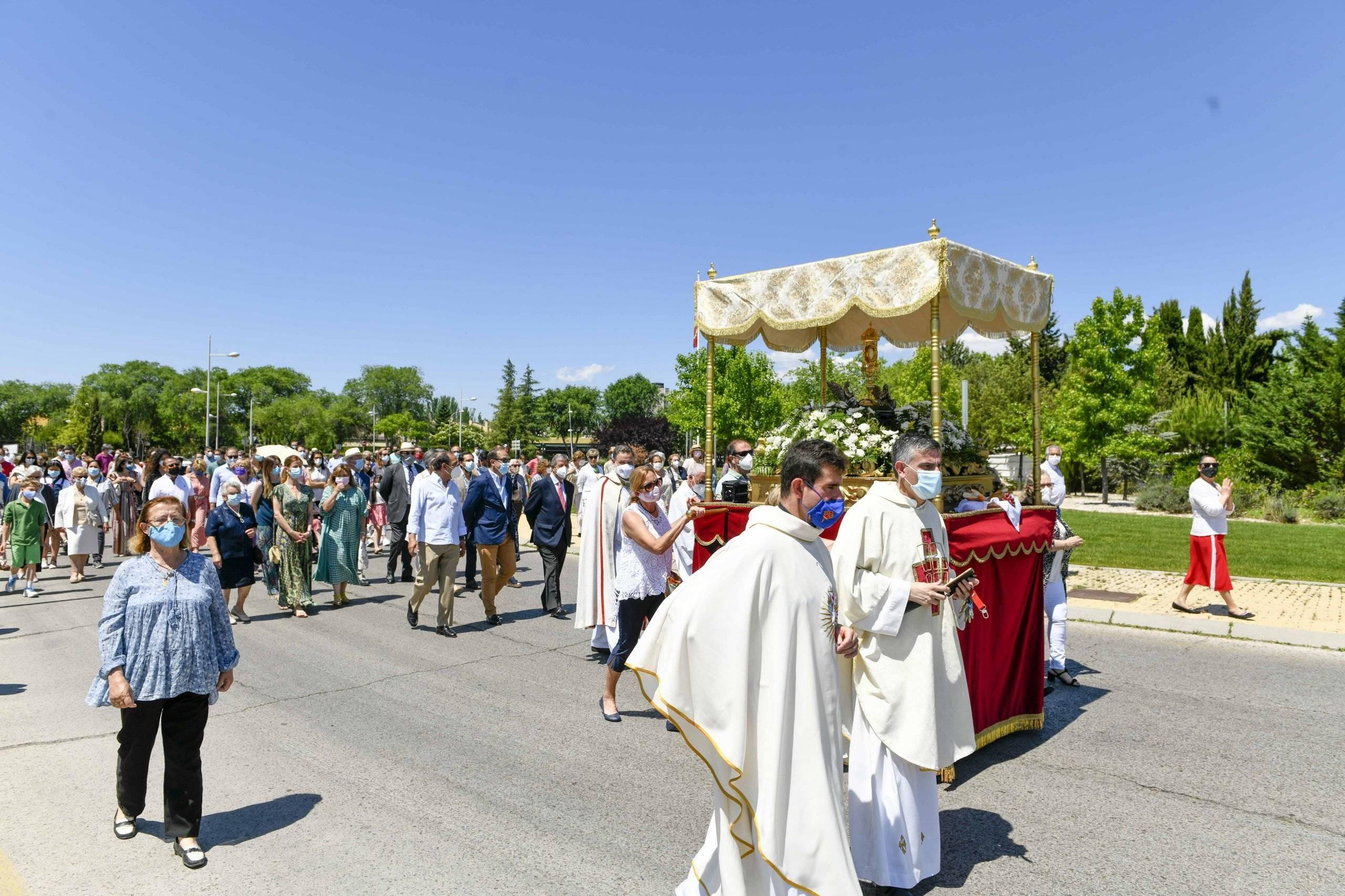 Procesión del Corpus Christi a su paso por la Glorieta Víctimas del Terrorismo.