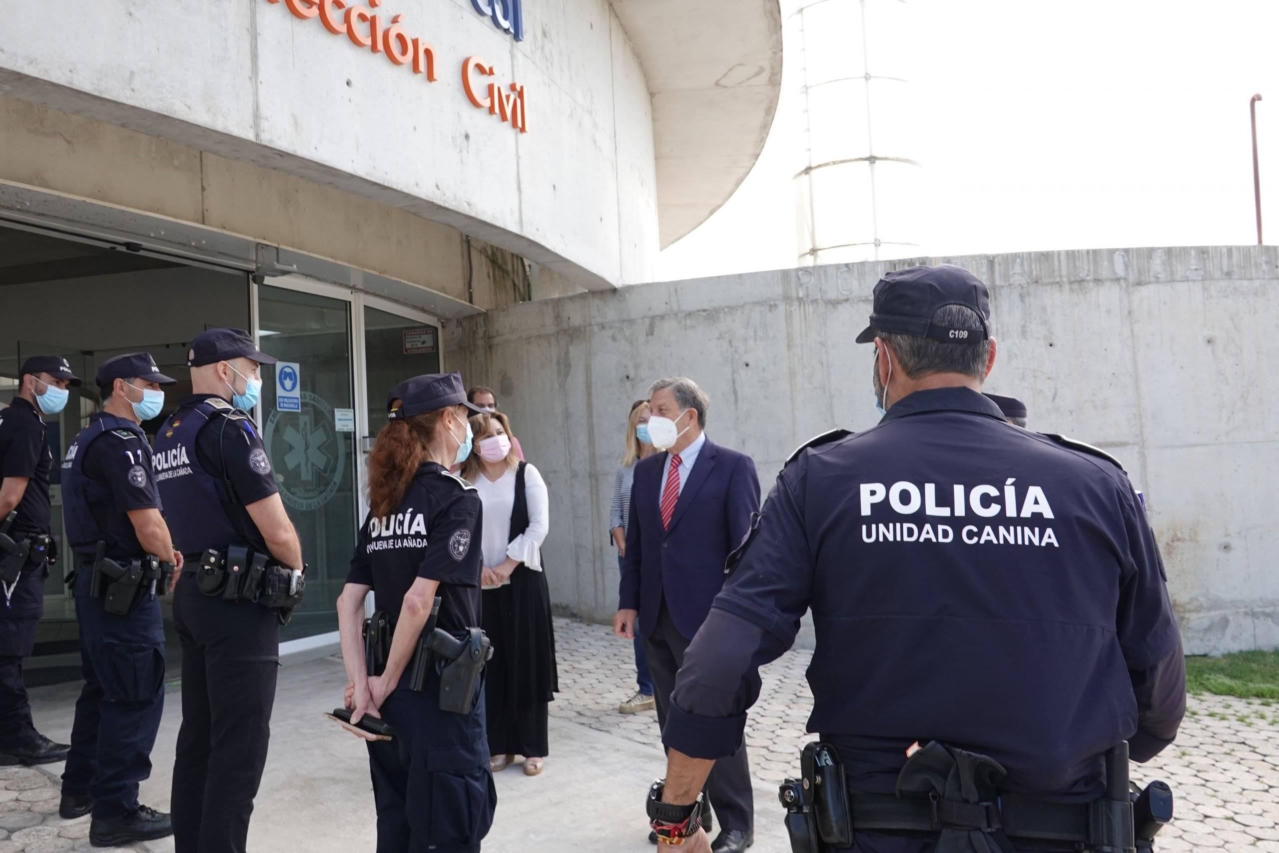El regidor y la concejala de Seguridad durante su visita.