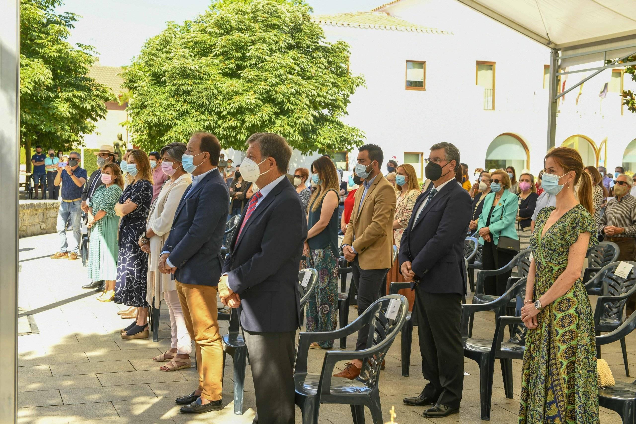 Alcalde y concejales presentes en la misa del Corpus Christi.