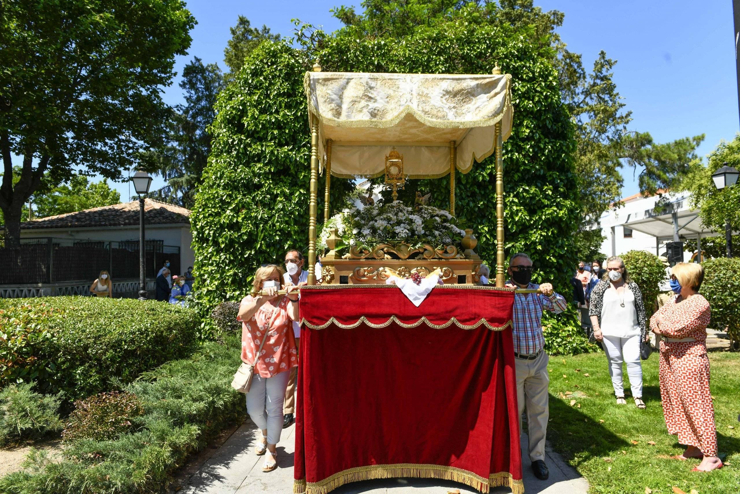 Salida de la procesión del Corpus Christi.