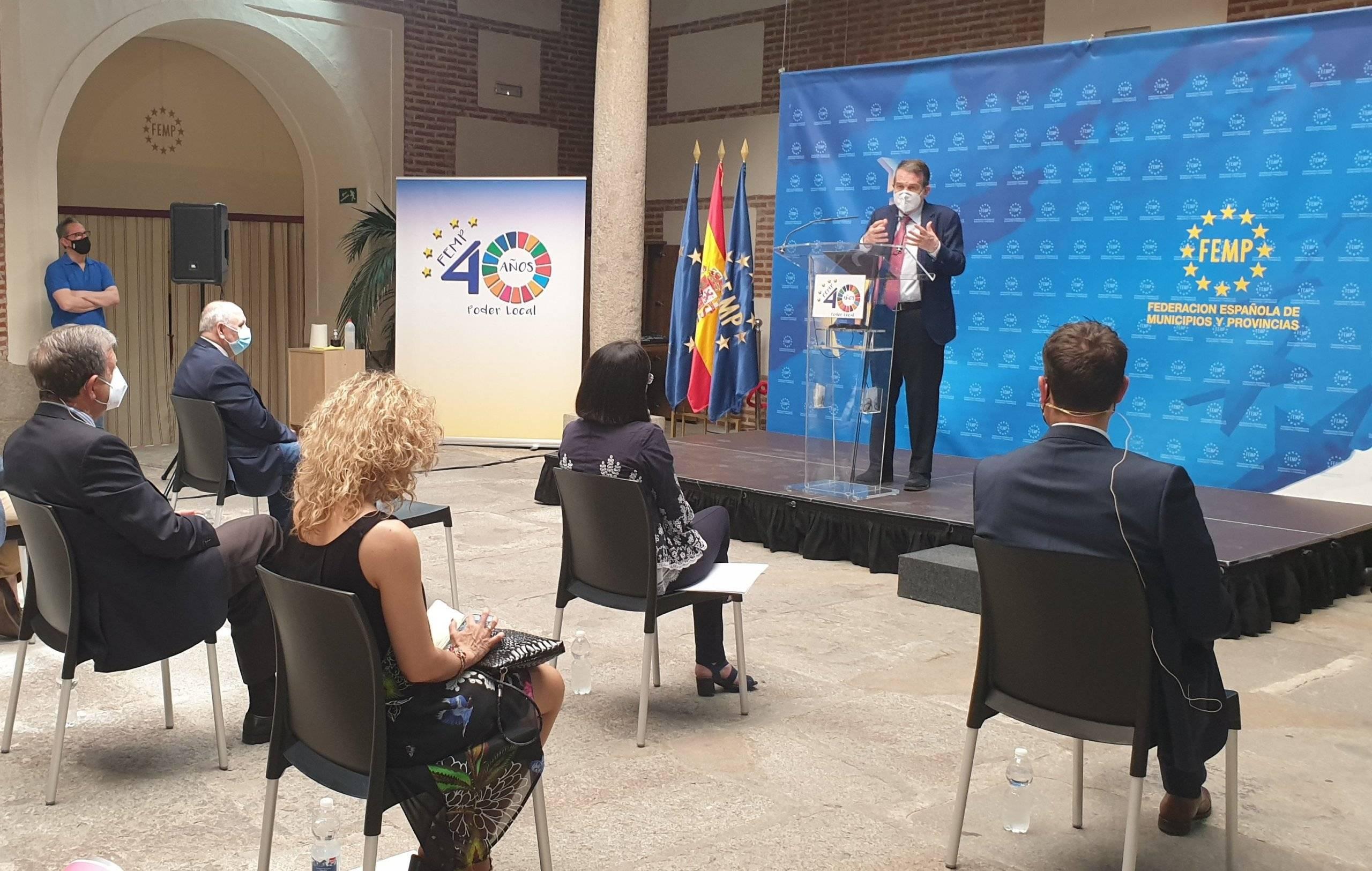 El presidente de la FEMP, Abel Caballero, dirigiendo unas palabras a los asistentes.