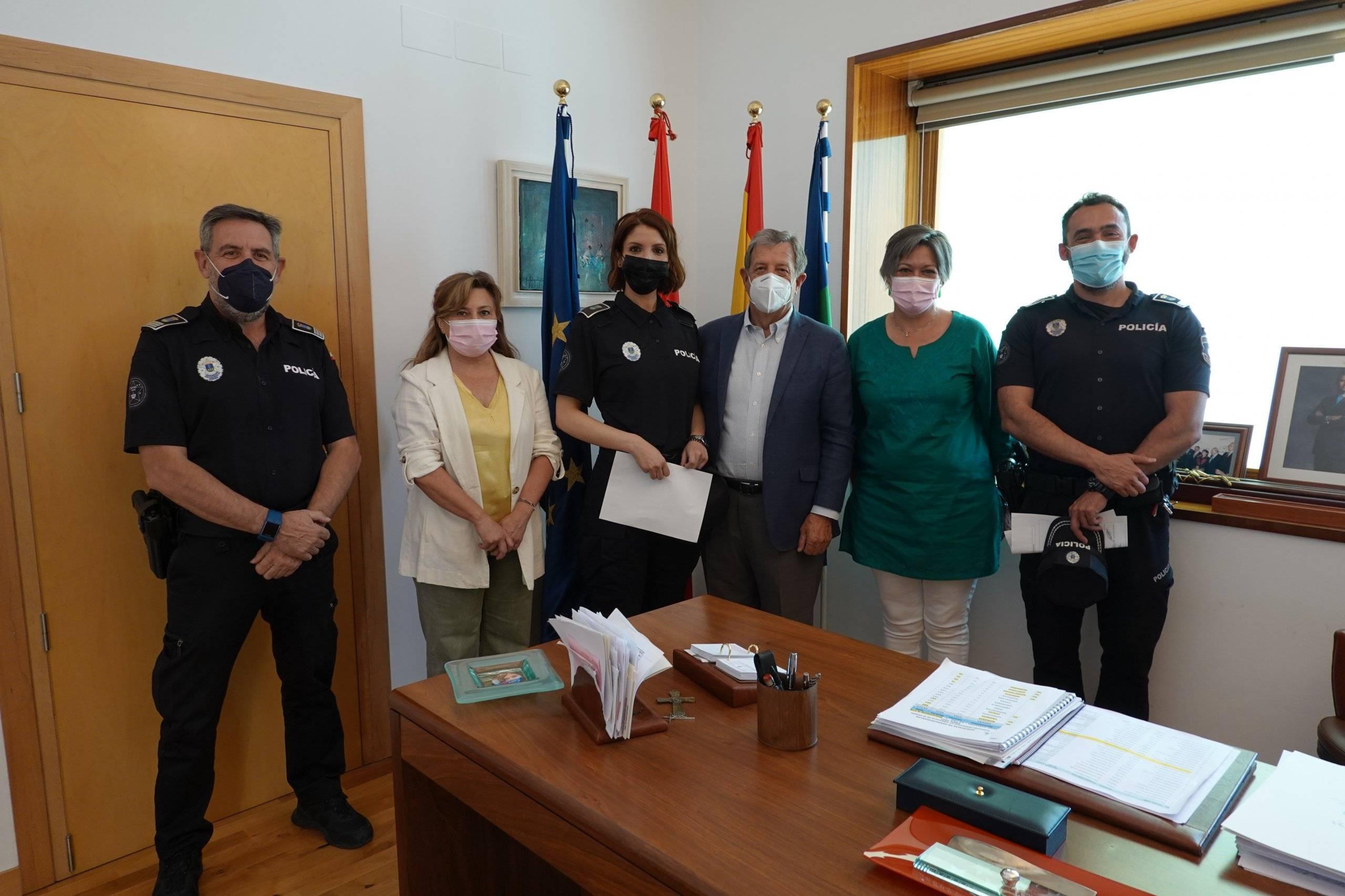 El alcalde y concejalas junto a responsables de Policía Local.