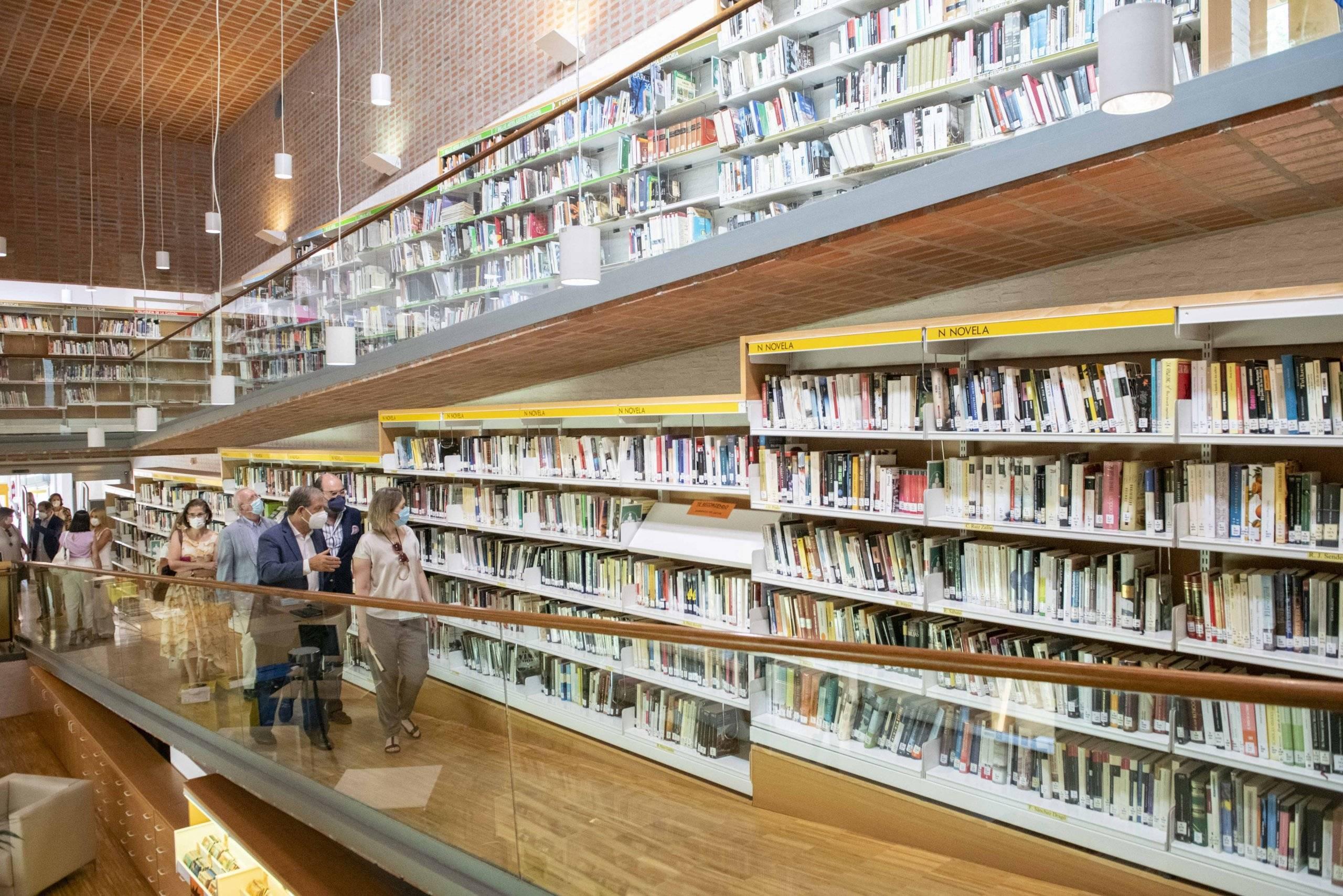 Autoridades en la Biblioteca F. Lázaro Carreter.