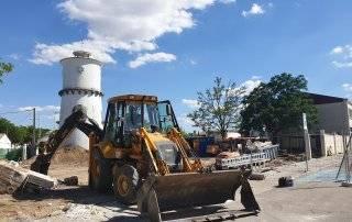 Máquinas realizando los trabajos de construcción del aparcamiento.