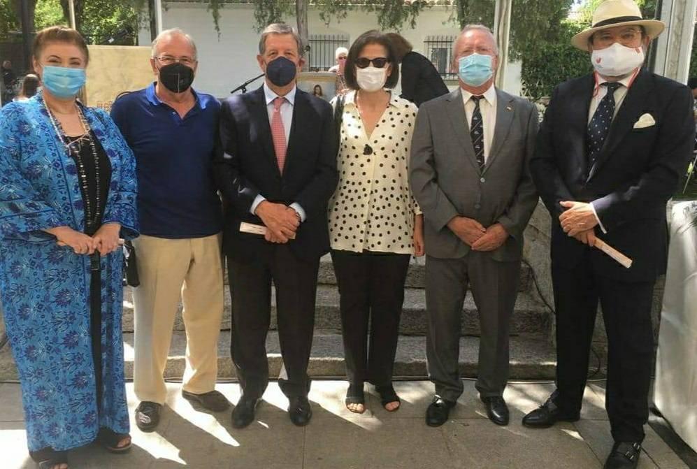 Alcalde y concejales, junto a miembros de la ACH.