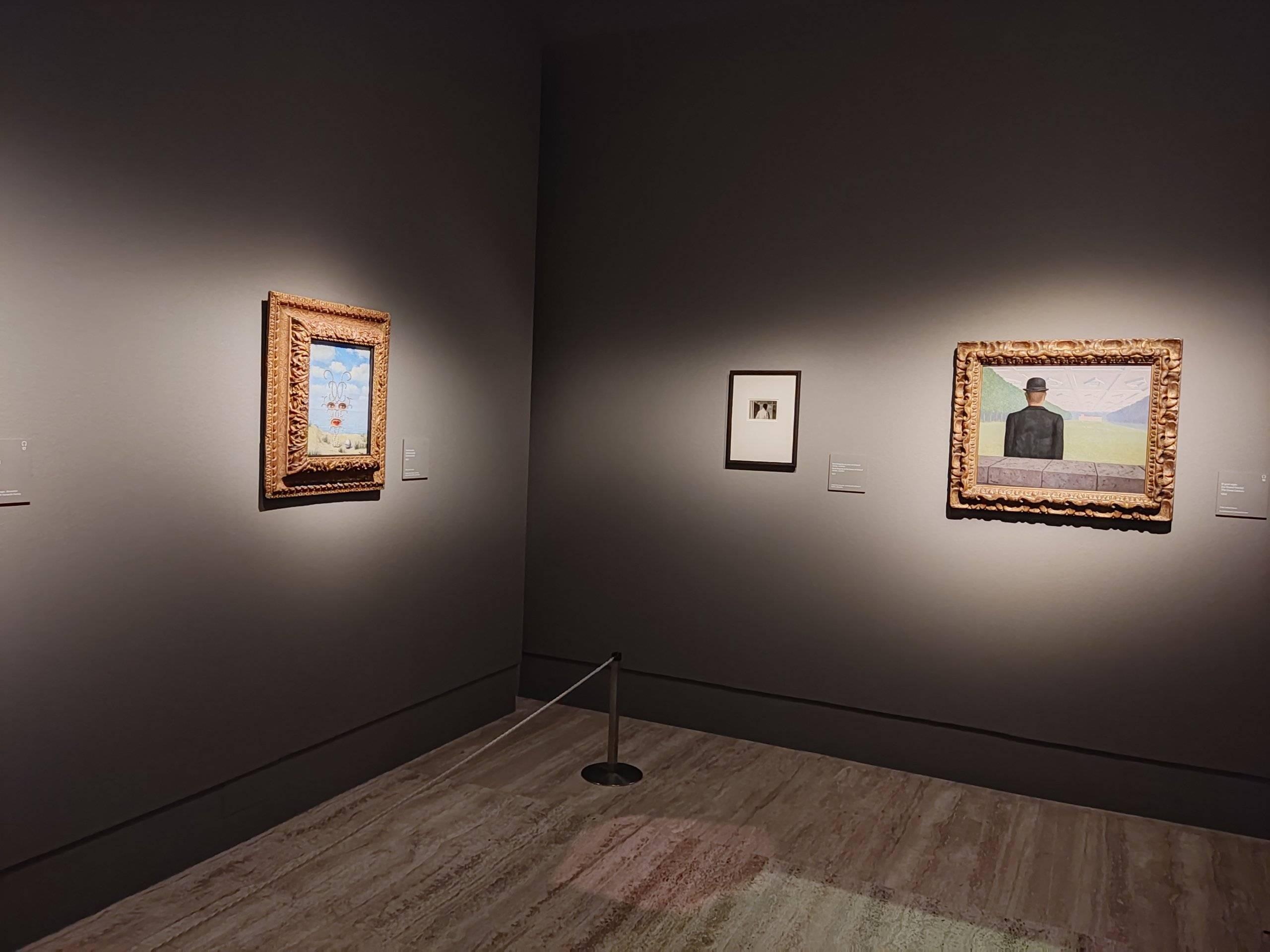 Imagen conferencia sobre Magritte.