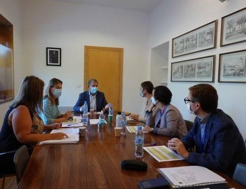 Reunión de la Comisión de Becas del Ayuntamiento y la UAX