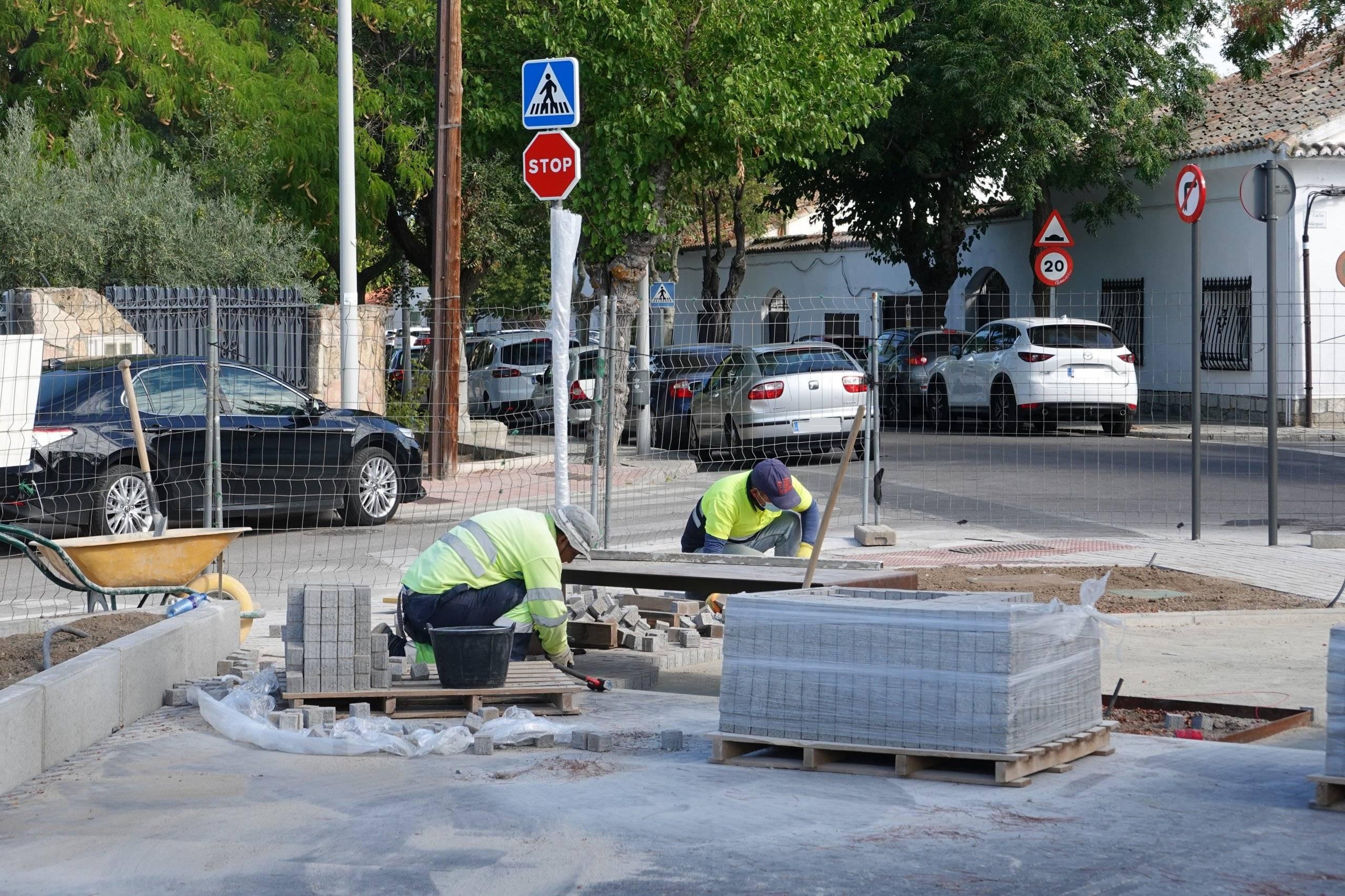 Operarios municipales durante los trabajos.
