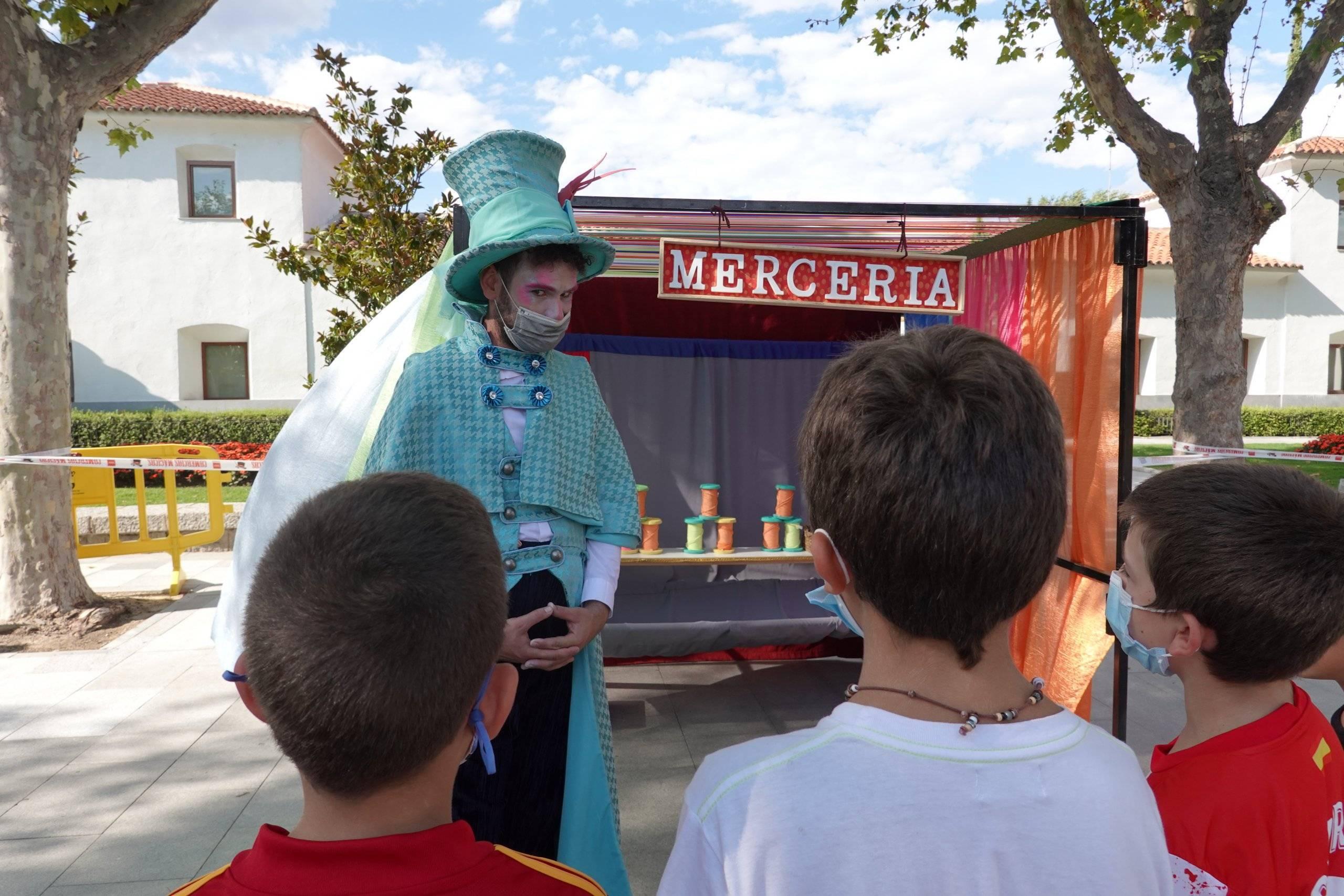 Niños participando en una de las actividades de la feria.