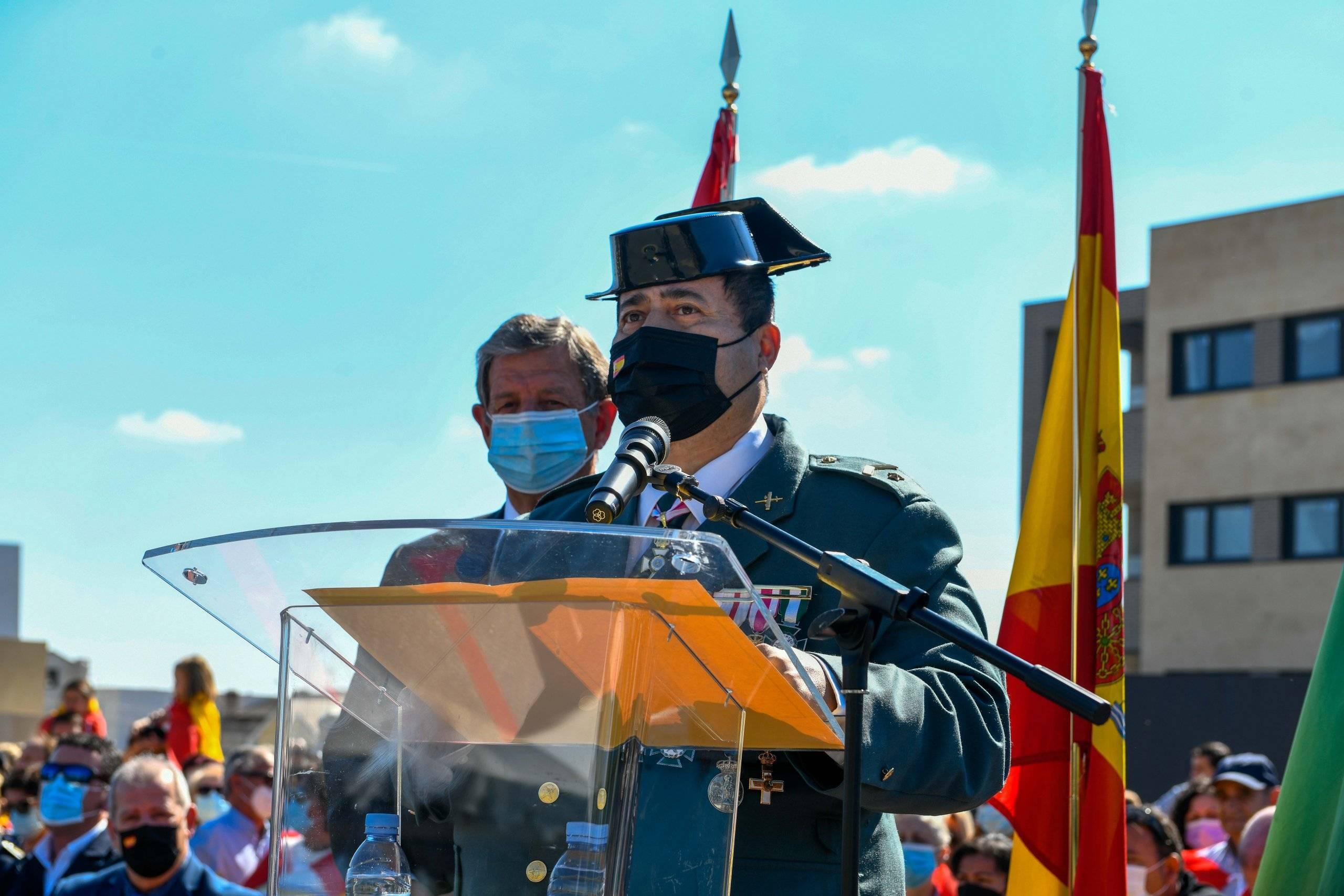 Momento del discurso del subteniente jefe del cuartel de la Guardia Civil.