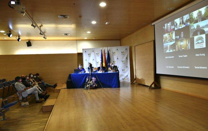 Imagen de la reunión online con La Cañada Flintridge.