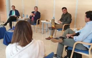 Imagen de la reunión celebrada en el C.C. El Molino.